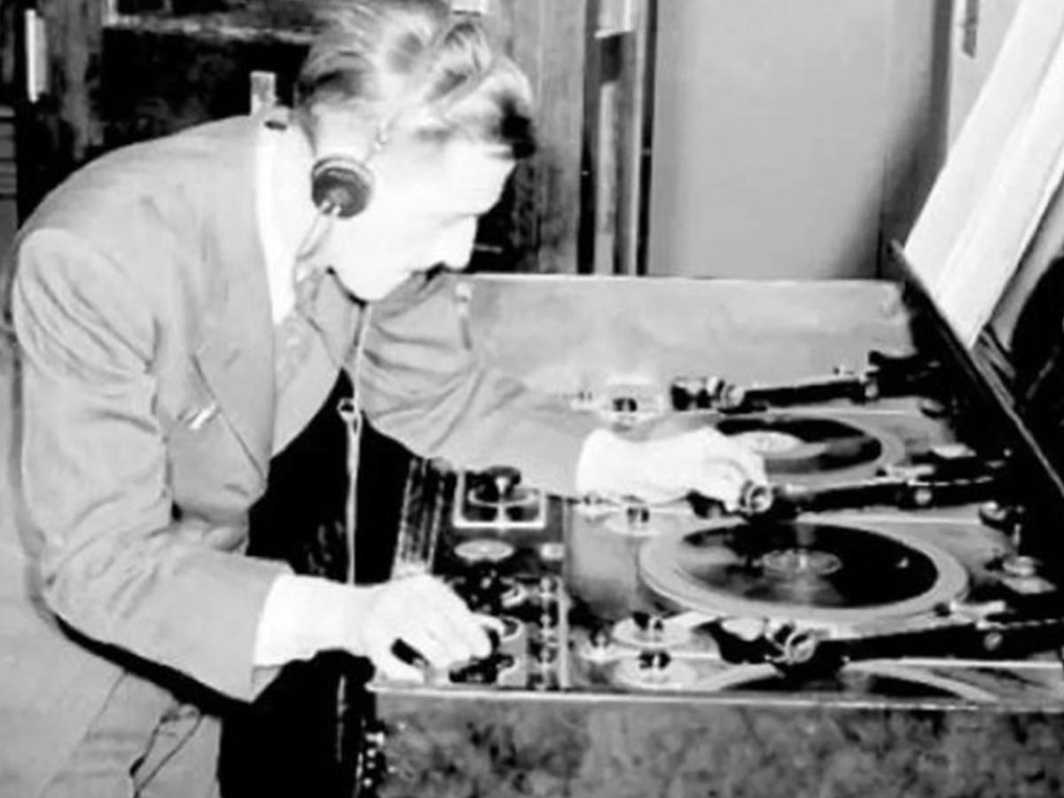 It was Ron Diggins, a British radio engineer who in 1947 built the famous Diggola