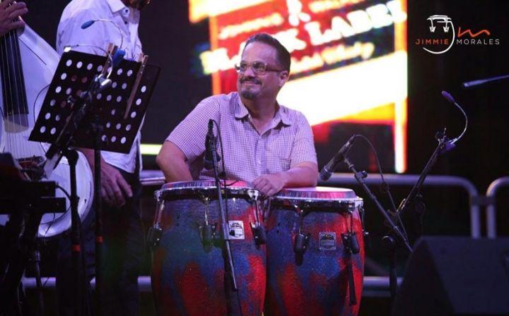 Jimmie Morales performing