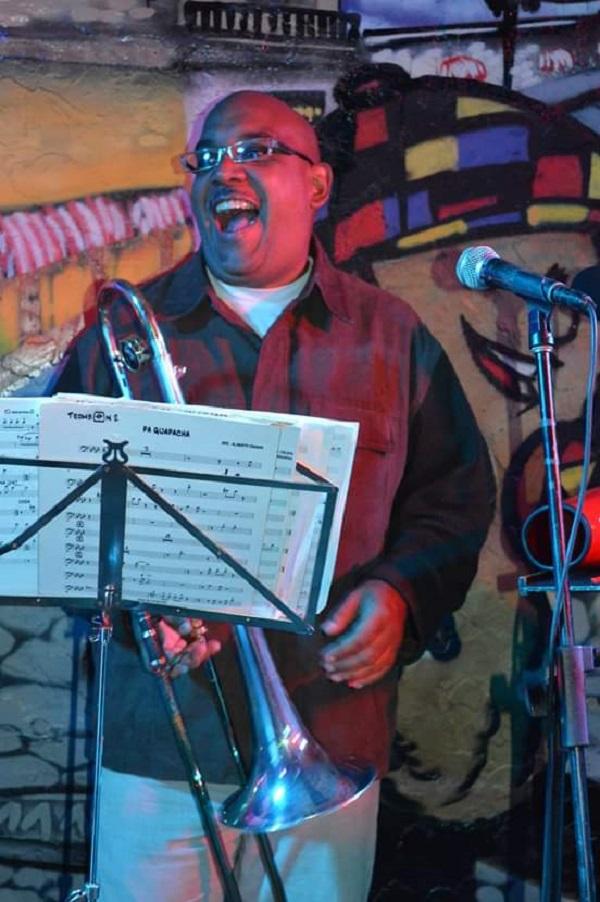 Eliel Rivero performing pedagogical activities with the trombone.
