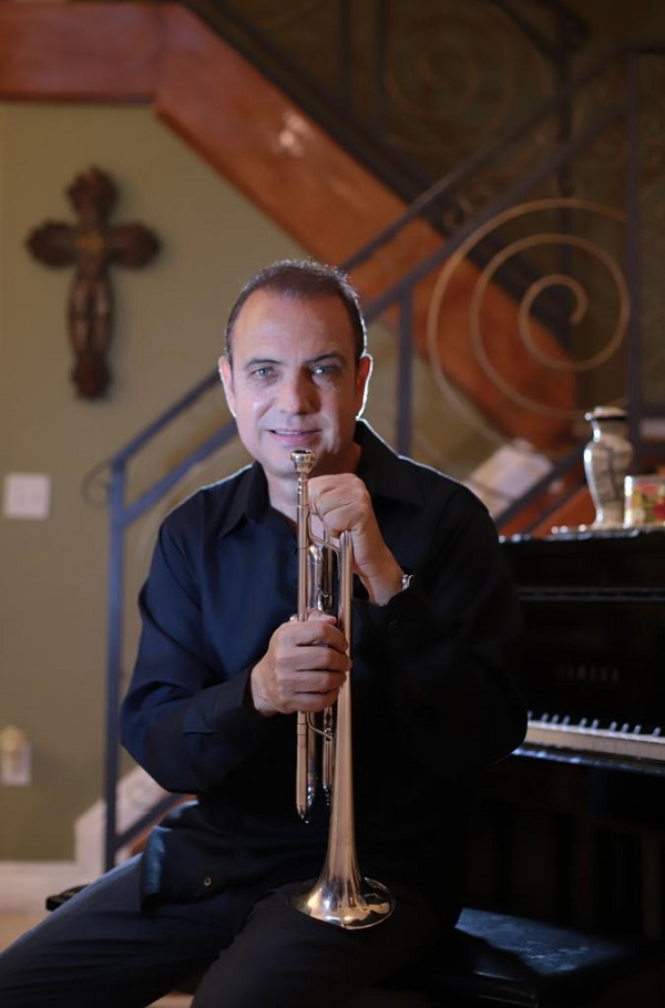 Mario Ortiz, son, summoned musicians and singers who shared with his father at a time when salsa was at its peak in the 1960s and 1970s.