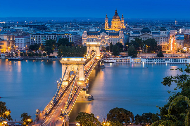 Chain Bridge at dusk in Budapest