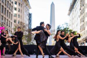 Dancing Tango at the Obelisk on Diagonal Norte street